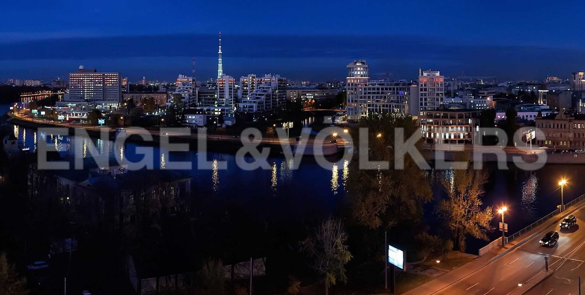 Элитные квартиры на Крестовском острове. Санкт-Петербург, Вязовая, 8. Вид в вечернее время