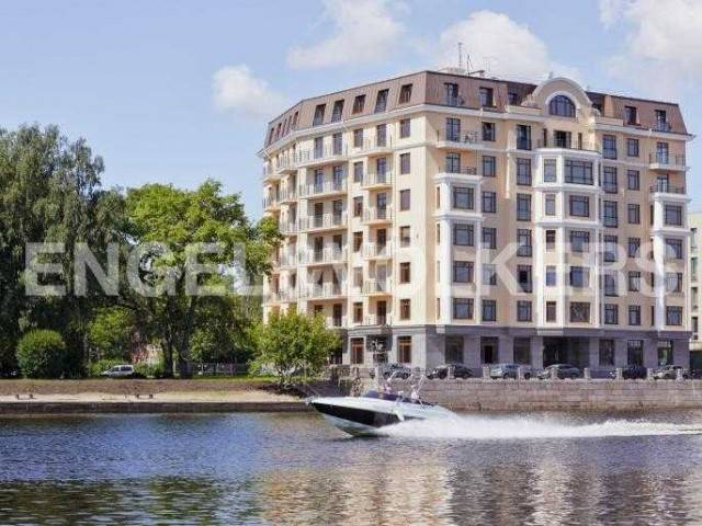 Brilliant House — клубный дом на набережной реки Малой Невки