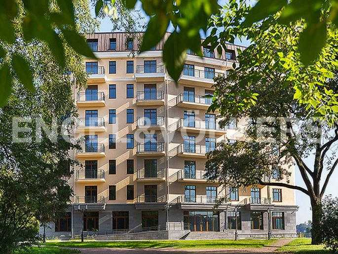 Элитные квартиры на . Санкт-Петербург, Динамо, 6. Вид на фасад дома из сквера