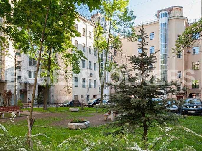 Элитные квартиры в Других районах области. Санкт-Петербург, 12-линия, 7. Закрытая придомовая территория с парковкой