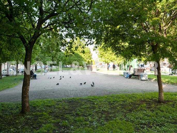 Элитные квартиры в Других районах области. Санкт-Петербург, 12-линия, 7. Зеленый сквер рядом с домом