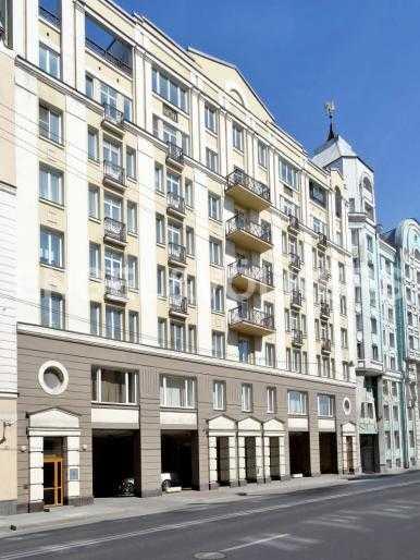 Элитные квартиры в Центральном районе. Санкт-Петербург, Воскресенская наб., 12. Фасад дома со стороны шпалерной улицы