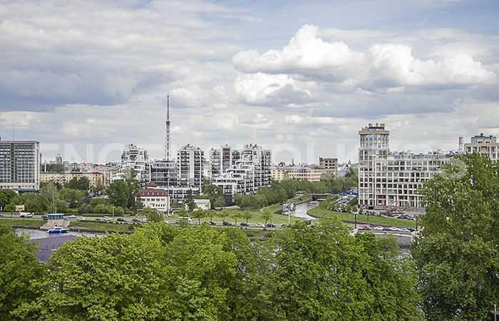 Элитные квартиры на Крестовском острове. Санкт-Петербург, Вязовая, 8. Вид с балкона на зелень Крестовского острова