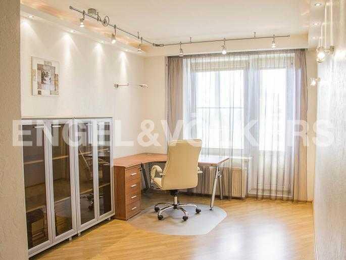 Элитные квартиры в Других районах области. Санкт-Петербург, Ланское шоссе, 14. Кабинет (или вторая спальня)