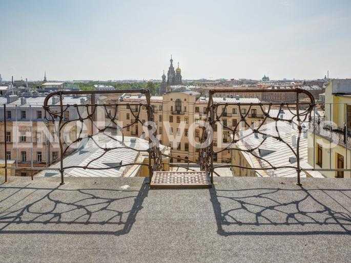 Элитные квартиры в Центральном районе. Санкт-Петербург, Миллионная, 12. Панорамная терраса на крыше