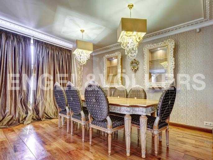 Элитные квартиры в Центральном районе. Санкт-Петербург, Миллионная, 12. Столовая