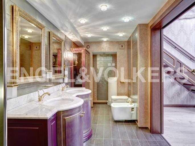 Элитные квартиры в Центральном районе. Санкт-Петербург, Миллионная, 12. Ванная комната при спальне