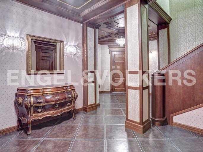 Элитные квартиры в Центральном районе. Санкт-Петербург, Миллионная, 12. Холл-прихожая