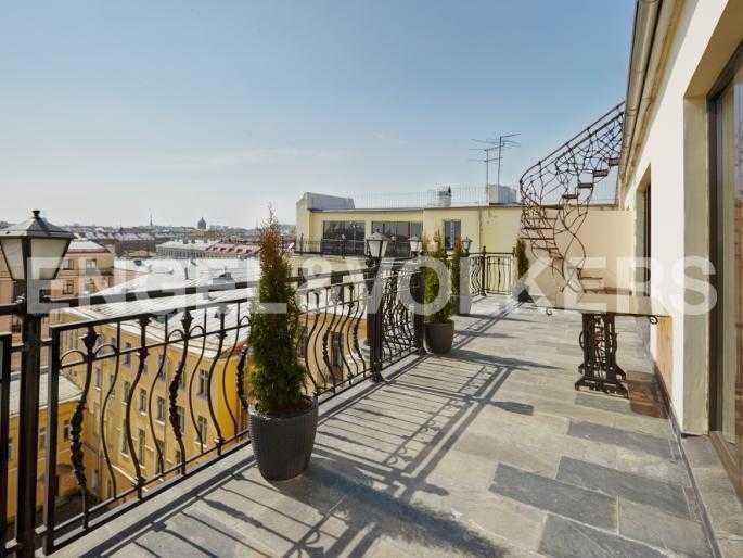 Элитные квартиры в Центральном районе. Санкт-Петербург, Миллионная, 12. Открытая терраса