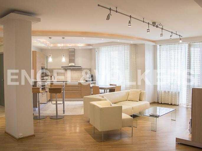 Элитные квартиры в Других районах области. Санкт-Петербург, Ланское шоссе, 14. Зона просторной гостиной