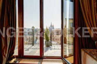 Миллионная, 12 — жемчужина классики с панорамным видом на исторический Петербург