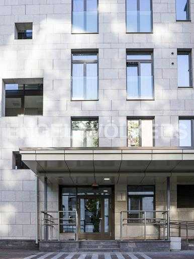 Элитные квартиры в Центральном районе. Санкт-Петербург, Орловская ул., 1. Вход в парадную