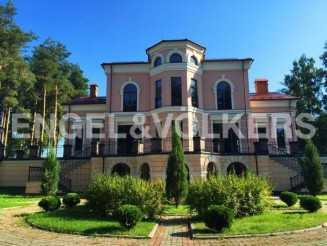 п.Воейково – особняк в Дворцовом стиле