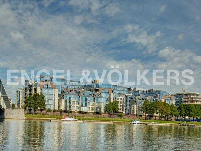 Элитные квартиры на . Санкт-Петербург, Вязовая, 10. Вид на комплекс с воды