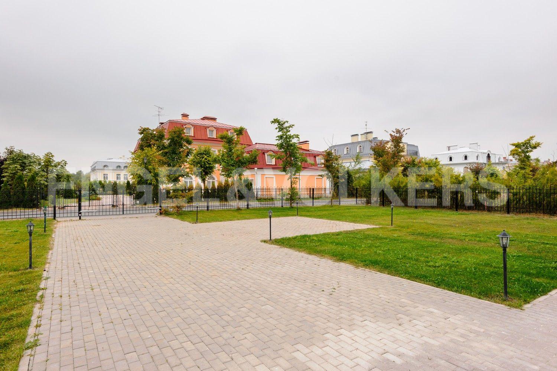 Элитные квартиры в Приморском районе. Санкт-Петербург, п. Лахта, Новая улица, 27к8. Вид на участок