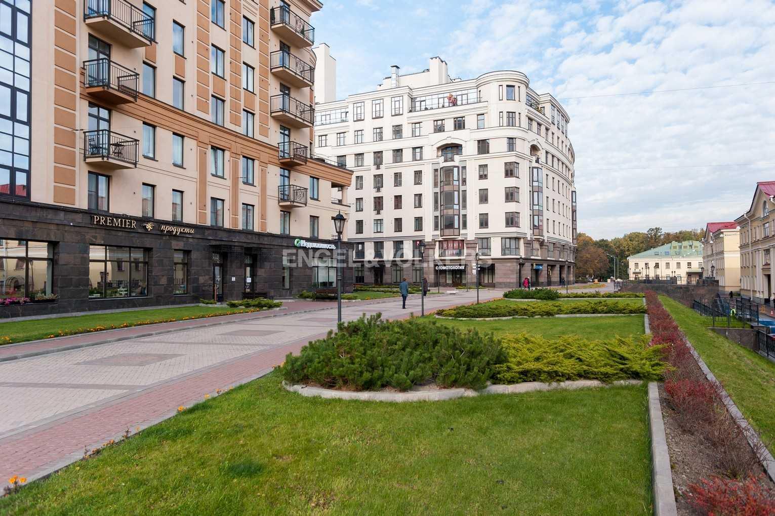 Элитные квартиры в Центральном районе. Санкт-Петербург, Парадная ул. 3. Придомовая территория комплекса