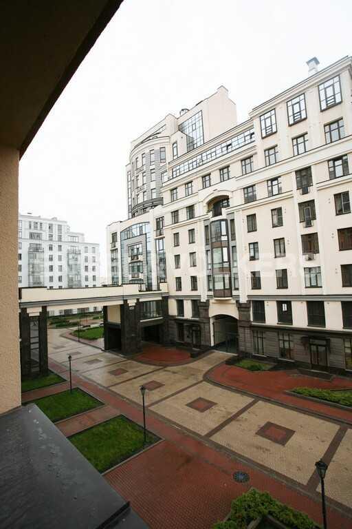 Элитные квартиры в Центральном районе. Санкт-Петербург, Парадная ул. 3. Вид с террасы на территория комплекса