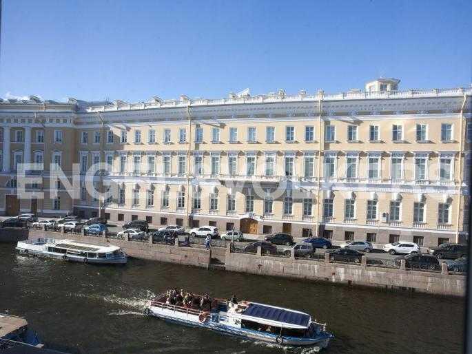 Элитные квартиры в Центральном районе. Санкт-Петербург, Наб. реки Мойки, 24. Вид из окон на набережную