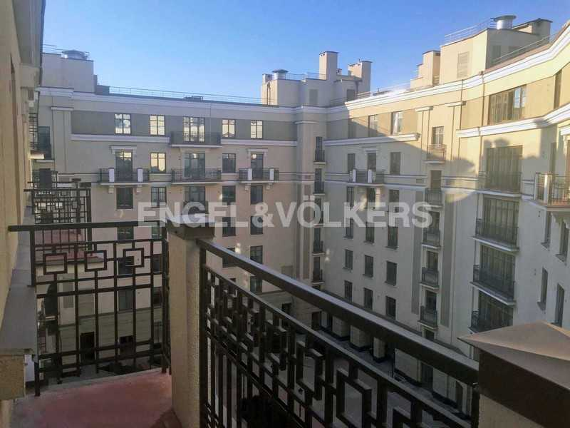 Элитные квартиры в Центральном районе. Санкт-Петербург, Парадная ул., 3. Балкон с видом на внутреннюю территорию дома