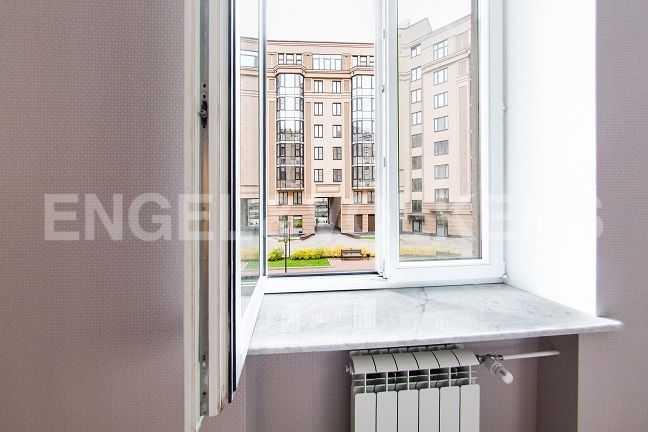 Элитные квартиры в Центральном районе. Санкт-Петербург, Парадная ул., 3. Вид из окна спальни