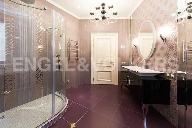 Элитные квартиры в Центральном районе. Санкт-Петербург, Парадная ул., 3. Основная ванная комната