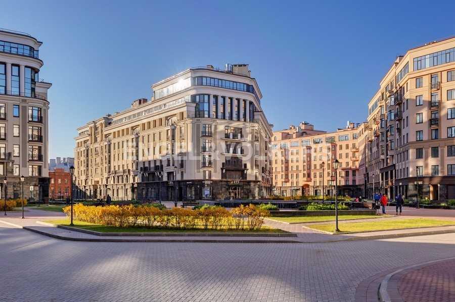 Элитные квартиры в Центральном районе. Санкт-Петербург, Парадная ул., 3. Фасад дома со стороны центральной площади