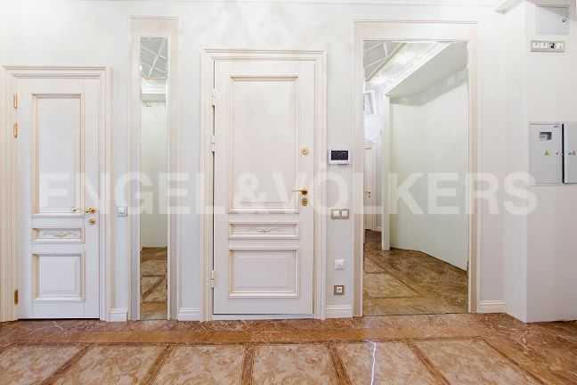 Элитные квартиры в Центральном районе. Санкт-Петербург, Парадная ул., 3. Холл-прихожая