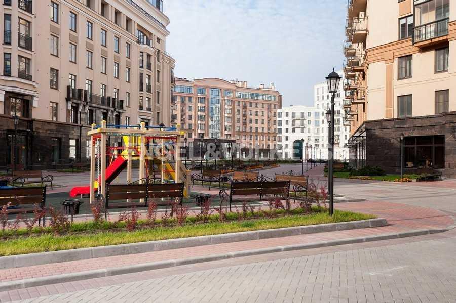 Элитные квартиры в Центральном районе. Санкт-Петербург, Парадная ул., 3. Детская игровая площадка на территории комплекса