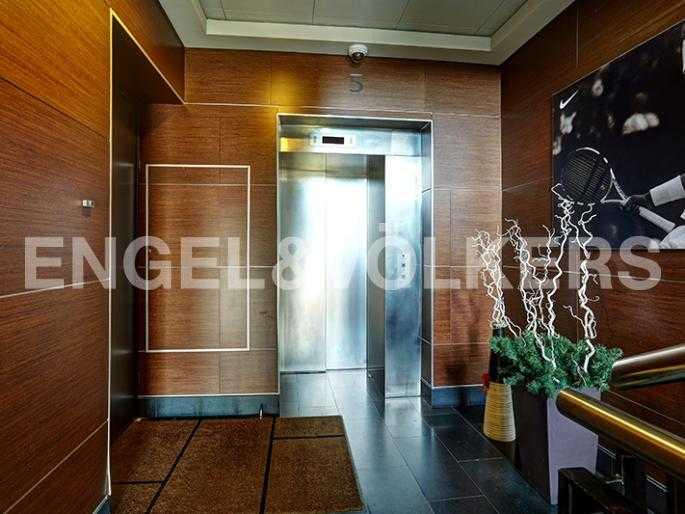 Элитные квартиры на . Санкт-Петербург, наб. Мартынова, 74Д. Лифт на этаже