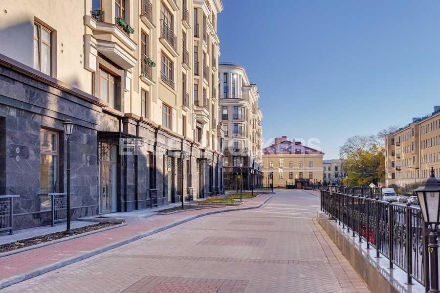 Элитные квартиры в Центральном районе. Санкт-Петербург, Парадная ул., 3. Пешеходная зона комплекса со стороны Виленского переулка