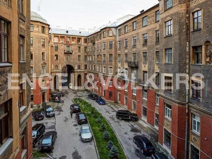 Элитные квартиры в Центральном районе. Санкт-Петербург, Наб. реки Фонтанки, 54. Вид из окон