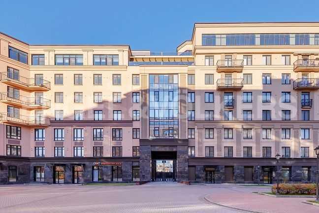 Элитные квартиры в Центральном районе. Санкт-Петербург, Парадная ул., 3. Фасад дома с выходом на центральную площадь комплекса