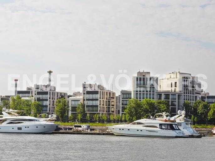 Элитные квартиры на . Санкт-Петербург, наб. Мартынова, 74Д. Вид на комплекс с воды