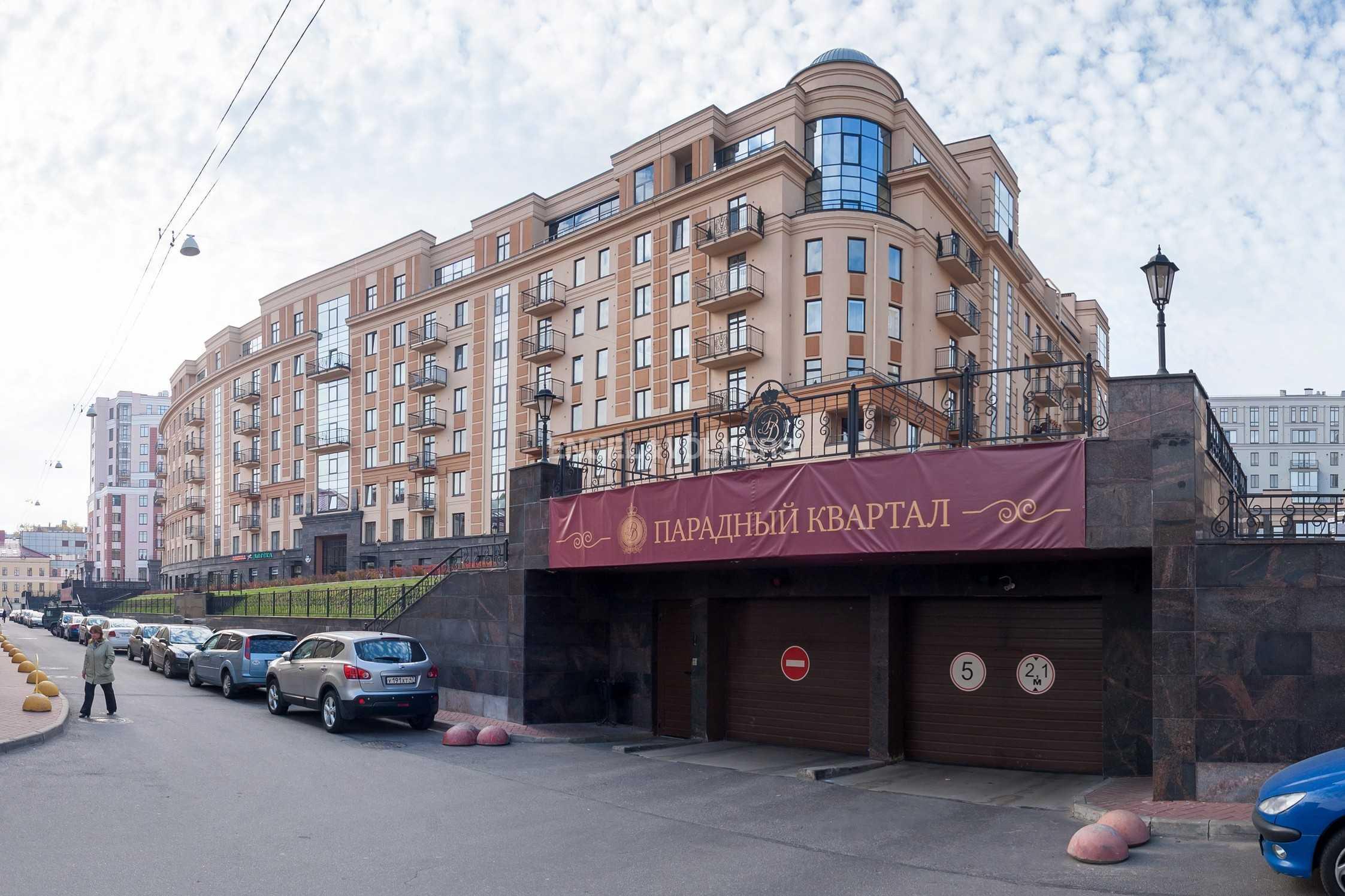 Элитные квартиры в Центральном районе. Санкт-Петербург, Парадная ул. 3. Въезд в подземный паркинг