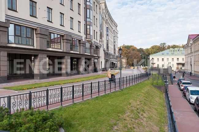 Элитные квартиры в Центральном районе. Санкт-Петербург, Парадная ул., 3. Пешеходная зона комплекса в сторону Таврического сада