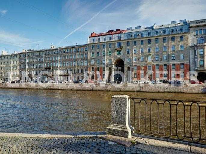 Элитные квартиры в Центральном районе. Санкт-Петербург, наб. реки Фонтанки, 54. Фасад дома со стороны набережной реки Фонтанки