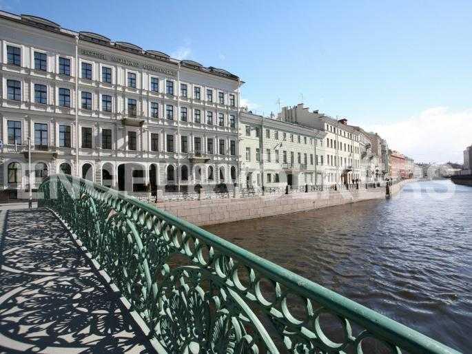 Элитные квартиры в Центральном районе. Санкт-Петербург, Наб. реки Мойки, 24. Расположение дома около 5-звездочного отеля Кемпински
