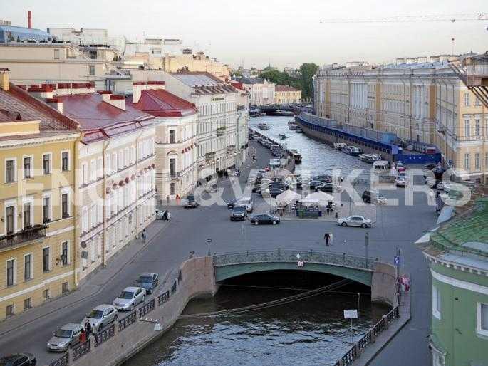 Элитные квартиры в Центральном районе. Санкт-Петербург, Наб. реки Мойки, 24. Расположение напротив Певческого моста и Дворцовой площади