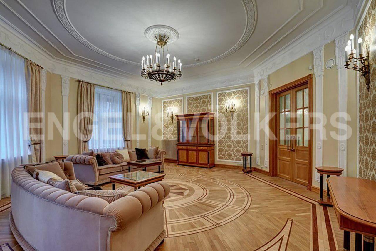 Элитные квартиры в Центральном районе. Санкт-Петербург, наб. реки Фонтанки, 54.