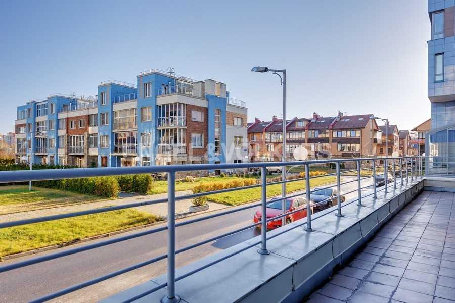 Элитные квартиры в Других районах области. Санкт-Петербург, Береговая улица, 25к1. Открытая терраса