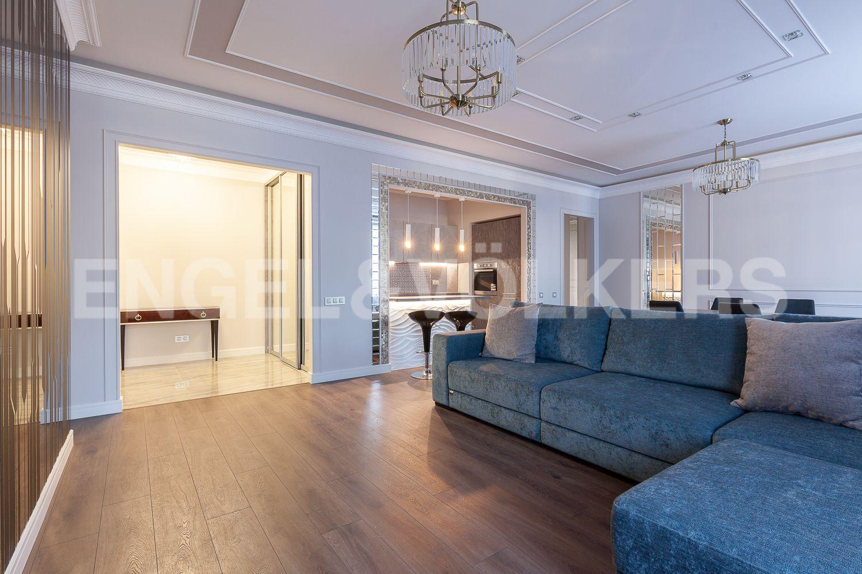Элитные квартиры в Центральном районе. Санкт-Петербург, Кирочная, 31 к.2. Гостиная со встроенной кухней