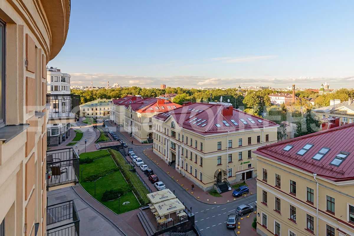 Элитные квартиры в Центральном районе. Санкт-Петербург, Парадная, 3. Вид с балкона в гостиной в сторону Таврического сада
