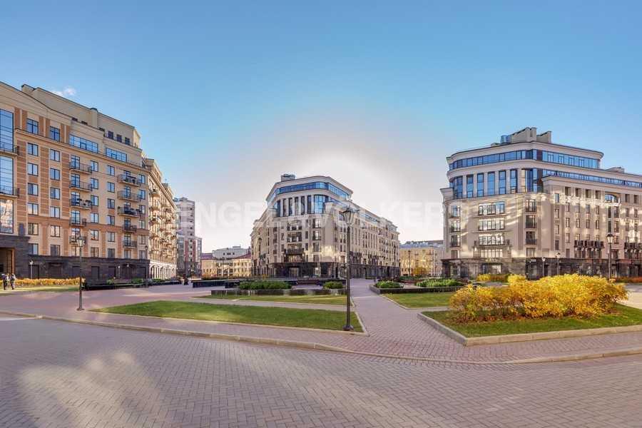 Элитные квартиры в Центральном районе. Санкт-Петербург, Радищева, 39. Центральная площадь комплекса Парадный квартал