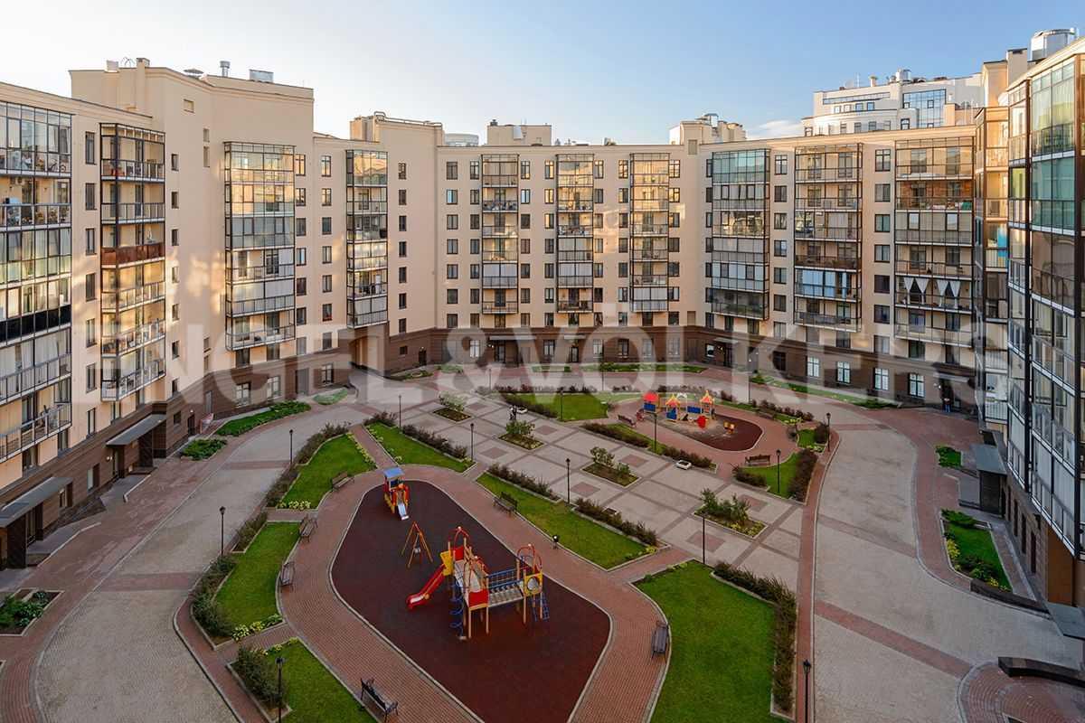 Элитные квартиры в Центральном районе. Санкт-Петербург, Парадная, 3. Вид из детской на внутреннюю террторию дома