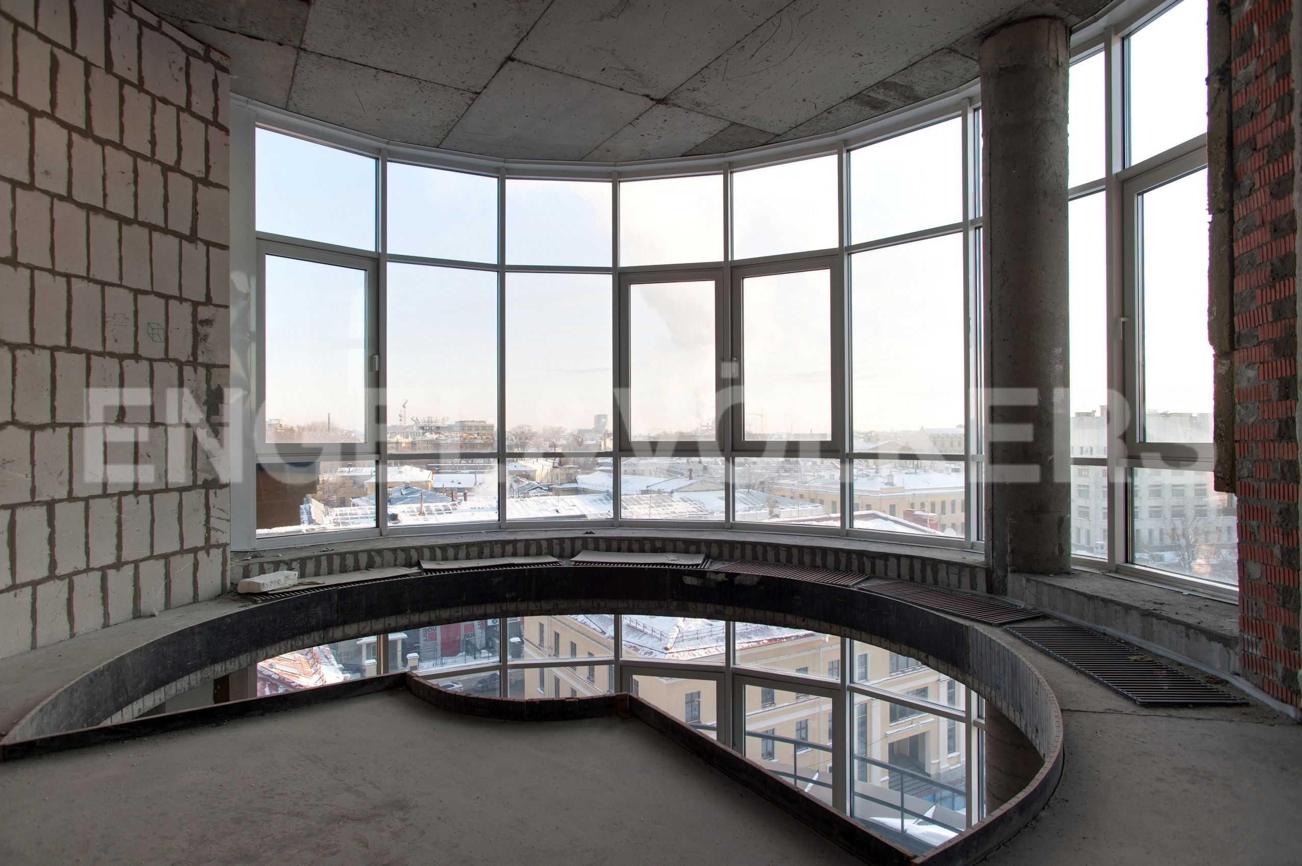 Элитные квартиры в Центральном районе. Санкт-Петербург, Парадная, 3. Панораное остекление на втором уровне