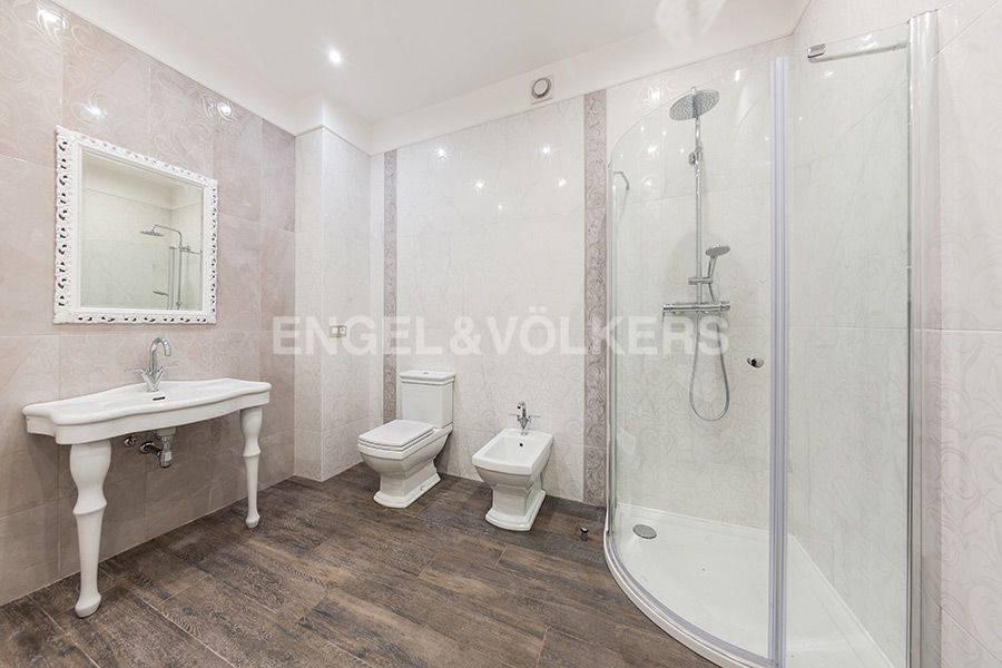 Элитные квартиры в Центральном районе. Санкт-Петербург, Радищева, 39. Ванная комната при спальнях