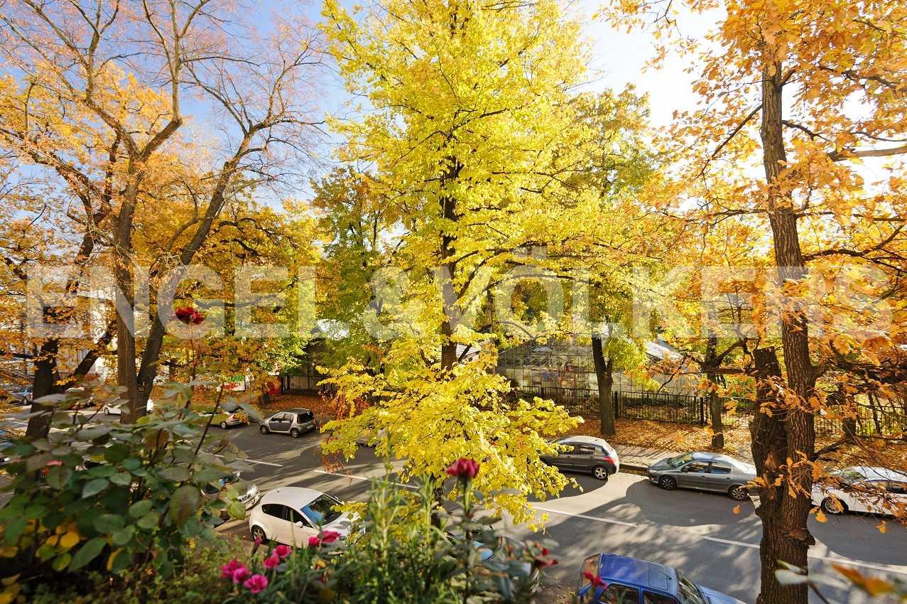 Элитные квартиры в Петроградском районе. Санкт-Петербург, Аптекарская наб., 6. Вид из спален на близлежащий Ботанический сад