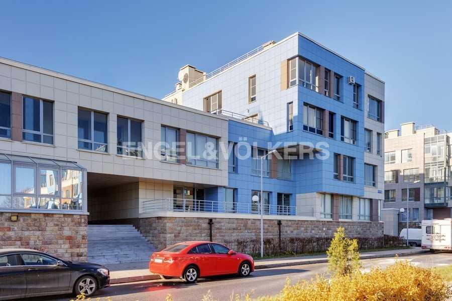Элитные квартиры в Других районах области. Санкт-Петербург, Береговая улица, 25к1. Фасад дома
