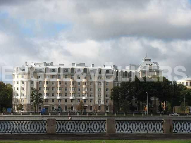 Элитные квартиры в Петроградском районе. Санкт-Петербург, Аптекарская наб., 6. Фасад дома с набережной