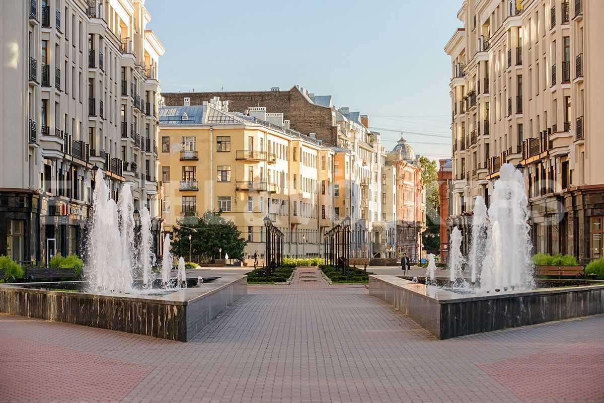 Элитные квартиры в Центральном районе. Санкт-Петербург, Парадная, 3. Действующий фонтан в летний сезон на центральной площади комплекса